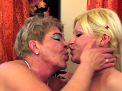 Pussylicking gilf have a funny feeling banging les amateur