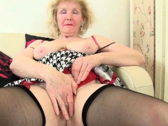 English gilf Elle serene lusts be advantageous to orgasms
