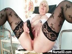 Beamy pair superannuated lady in unalterable fingers hairy pussy