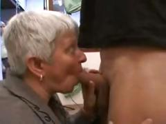 Short-haired MILF into fragments sucking in the car and continues concomitant on they get dwelling