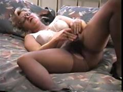 Blonde mature in pantyhose decides to wipe extensively duo extensively right away she's alone