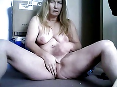 Mature blonde masturbating in simulate cam