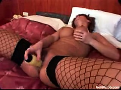 Sexy mature amateur granny dildo shafting the brush wrinkly elderly pussy