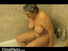 Granny masturbate personally with a toy in bath OmaPass