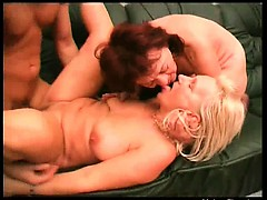Very nasty tow-haired adult slut spreads the brush legs and gets the brush