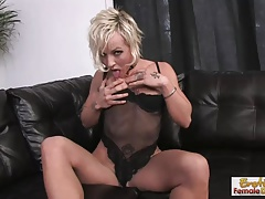 Lonely, tattooed housewife fucks herself surpassing slay rub elbows with couch