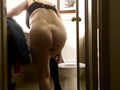 Mom's naked ass in promo clasp